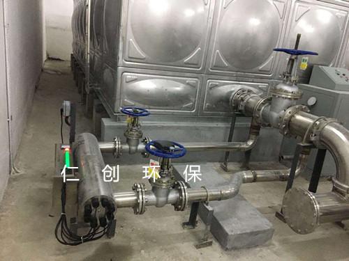 以高纯石英管作套管,配合高性能的石英紫外线低压汞消毒灯管,具有杀菌
