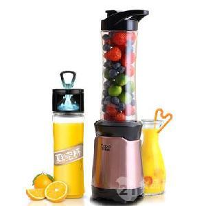 小浣熊榨汁机家用水果小型便携式